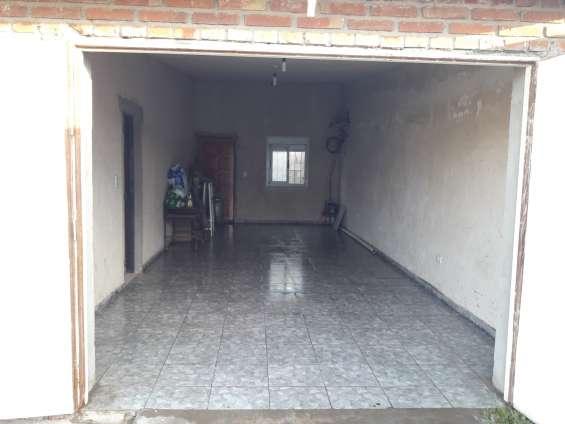 Garage para dos autos con piso rugoso de alto tránsito