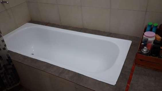 Bañera separada del baño y con antebaño