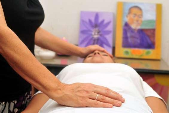 Es un método de relajación y bienestar que produce una profunda sensación de descanso. ayuda a encontrar el equilibrio, liberar el estrés y recuperar la energía