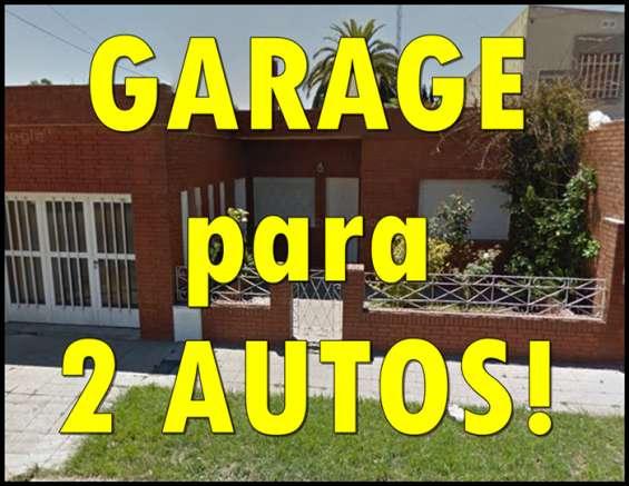 Amplio garage para 2 autos