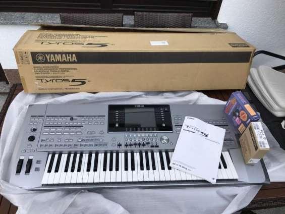 En venta yamaha tyros 5 teclado $700 dolares
