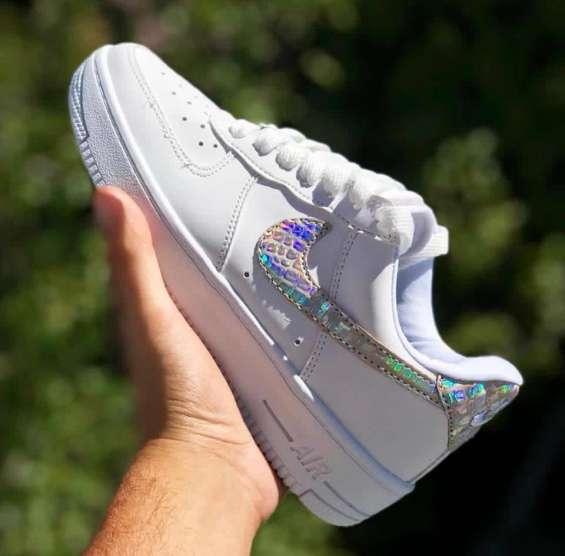 Venta de zapatillas por mayor nike adidas fila