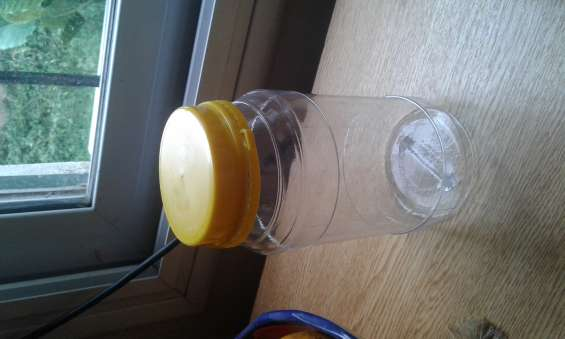 Urgente. vendo envases plásticos para miel o aceitunas