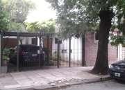 Casa 4 ambientes sobre lote propio, jardín al frente, del B.º Villa del Parque